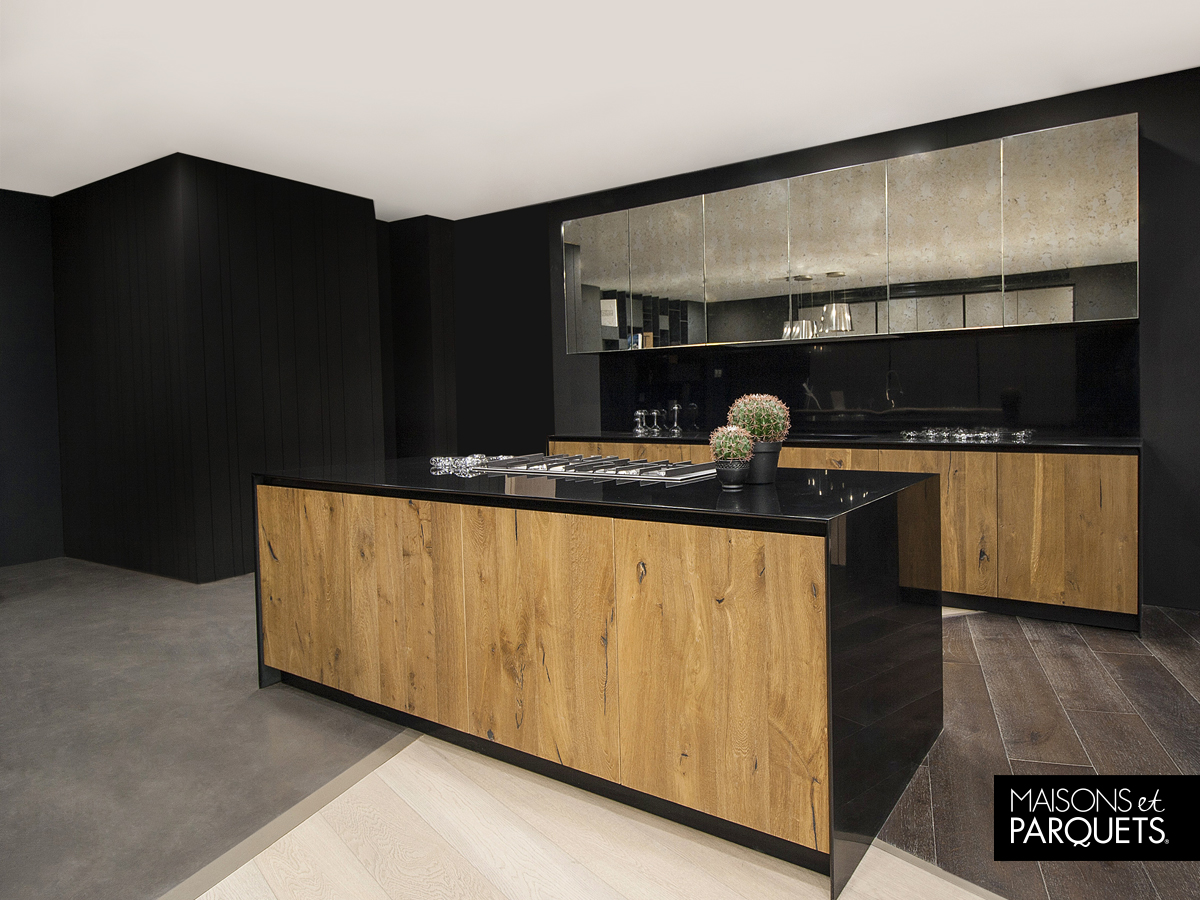 Black and wood kitchen design